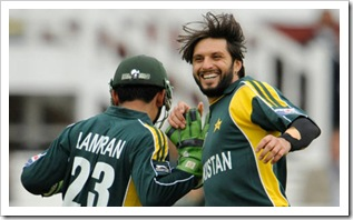 Shahid-Afridi-gave-the-fo-001