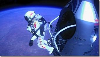ap_felix_baumgartner_skydive_freefall_thg_121015_wg