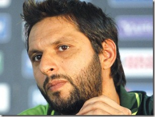 shahid-afridi-attacks-fans-on-return-1332547849-4464